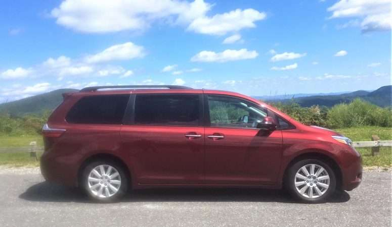 5 Reasons Why All Moms Need a Minivan