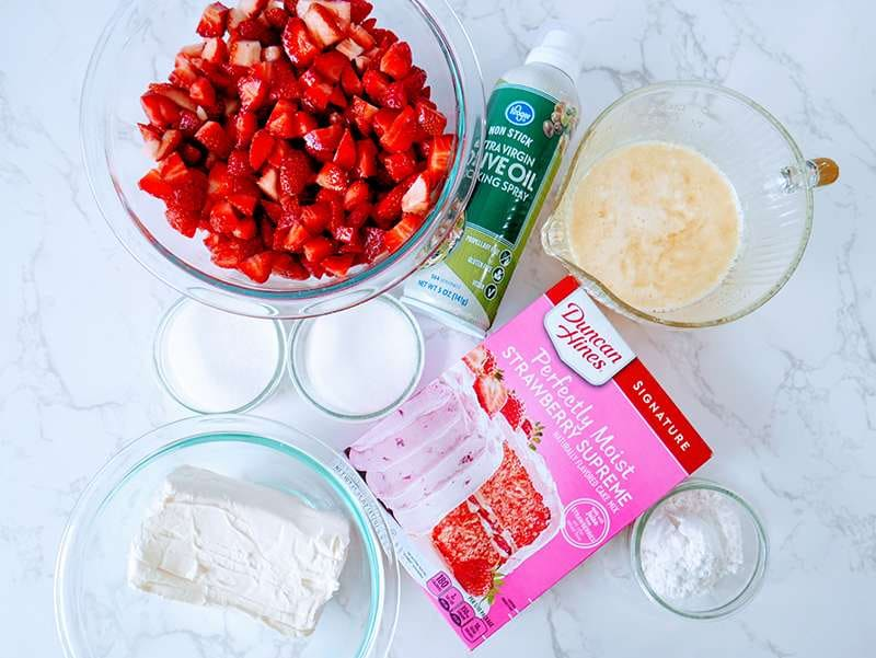 Ingredients for Strawberries and cream cake mix crumble recipe